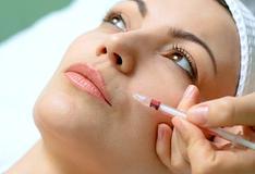 Врач-косметолог поможет сохранить молодость и красоту.